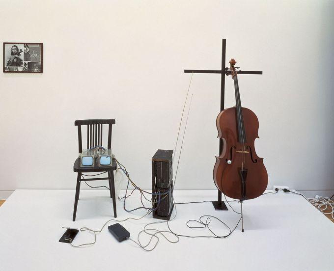 tv-bra-for-living-sculpture-for-webiste